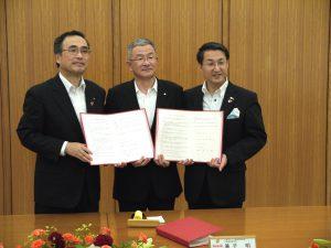鳥取県及び鳥取市との間で災害時の飲料水提供協定を締結しました。